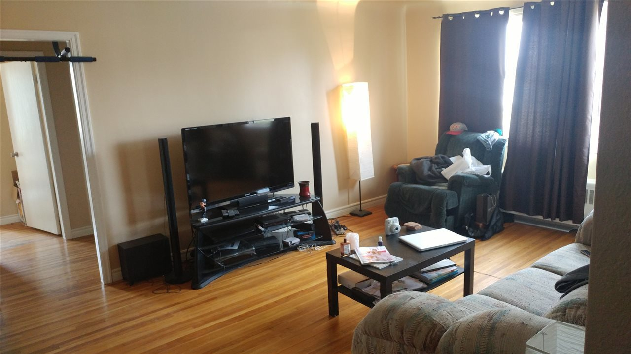 ... Photo 5 of #2 11624 112 Ave NW ...